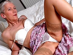 Naughty mature slut getting wild on bed