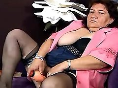 Fat granny fucks herself w dildo