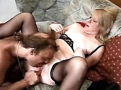 Aged mom plays w dildo n sucks cock