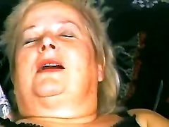 Granny plays w vibrator