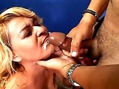 Mature gets cum on lips after fuck