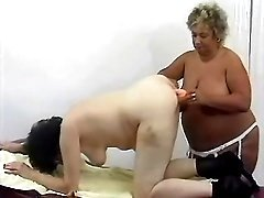 Fat mature dildofucks chubby girl