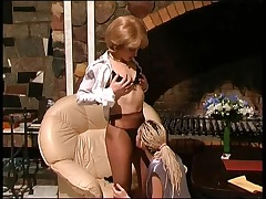 Esther&Ninette pussylicking mature in action