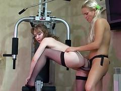 Leila&Dolly lesbian mom on video