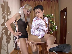 Viola&Sibylla pussyloving mom on video