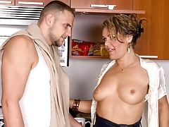 Kelly Leighs Anal Fill-in