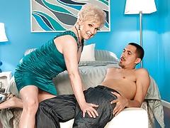 A Jewel Stuck between Women