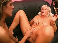 Carolyn and lesbo old bitch julie finger and munch on pussy