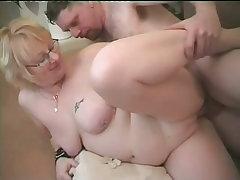 Horny grandma gets good fucking at home