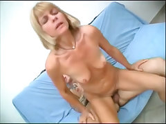Gorgeous amateur aunt enjoying oral fuck