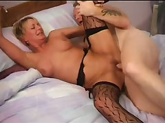 Short haired gilf getting her freak on