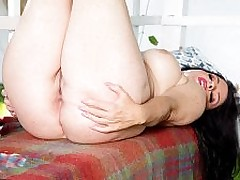 Ivy's pee and pussy show